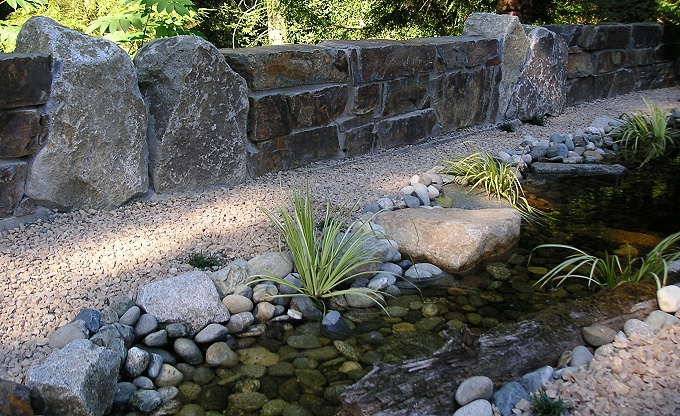 A Montana slate ledgestone wall, integrated with fitted basalt boulders.