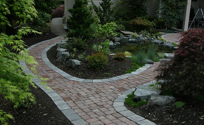This is a Mutual Materials 'Old Dominion' path with 'Roman' edge detail.