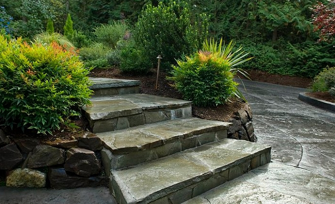 Mortared Pennsylvania bluestone steps.