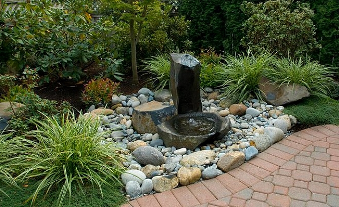 Simple three stone column and dishbowl fountain arrangement.