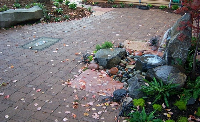 Employee courtyard with water accent, Spectrum Controls, Bellevue.