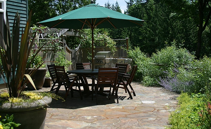 Craftsman's garden - upper area patio