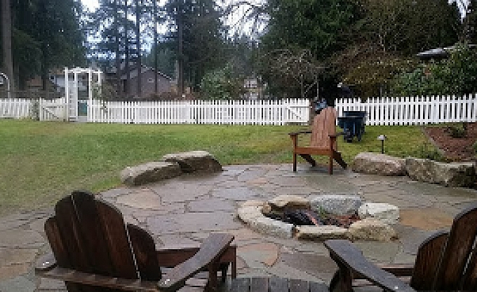 Granite accent boulders, Montana slate flagstone and a granite boulder firepit in the Cottage Lake area.