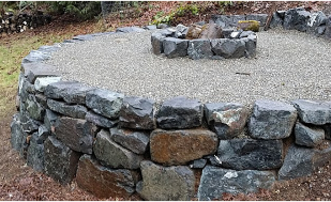 A simple basalt firepit (our most economical solution) on a raised basalt overlook in Ames Lake. Check out the circle radius on that wall....